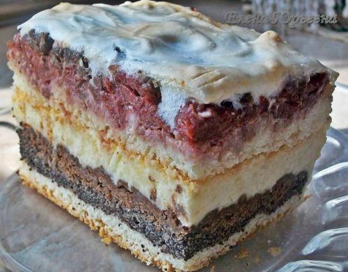 Торт с орехами, вишнями и маком