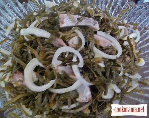 Салат с сельдью и морской капустой