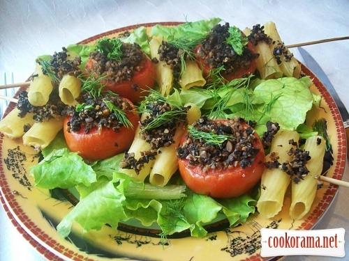 Закуска из пасты и томатов под соусом