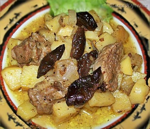 Яловичина з картоплею і чорносливом