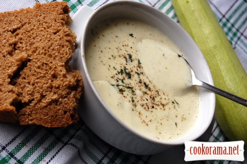 Soup with young zucchini and cheese