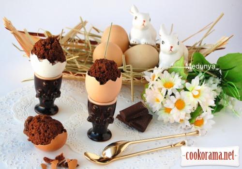 Пасхальні шоколадні яйця в яєчній шкаралупі