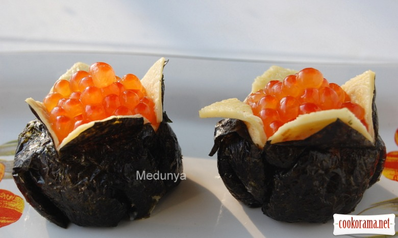 Дзакуро-дзусі(суші у вигляді гранату)