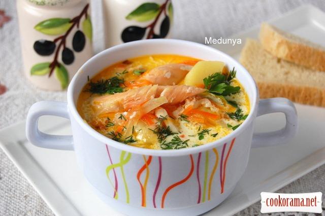 Вершковий суп з сьомгою