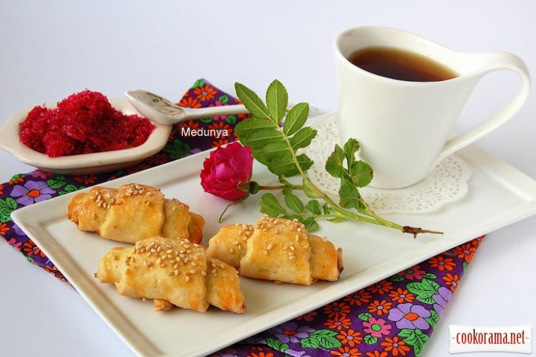 Сирні рогалики з горіхово-трояндовим варенням