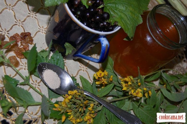 Пряний смородиново-медовий  квас