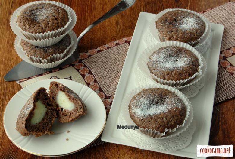 Шоколадные маффины с нежной начинкой