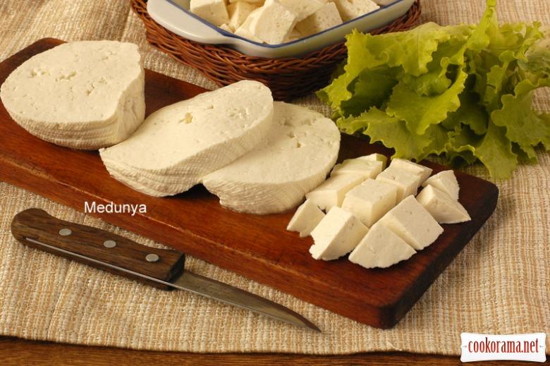 Сир типу «Фета» в домашніх умовах