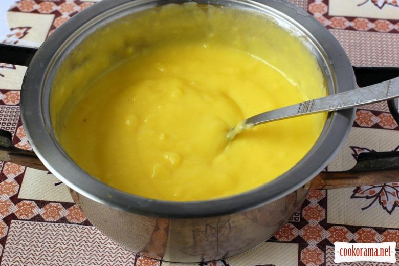 Eva`s pudding with cream patiser