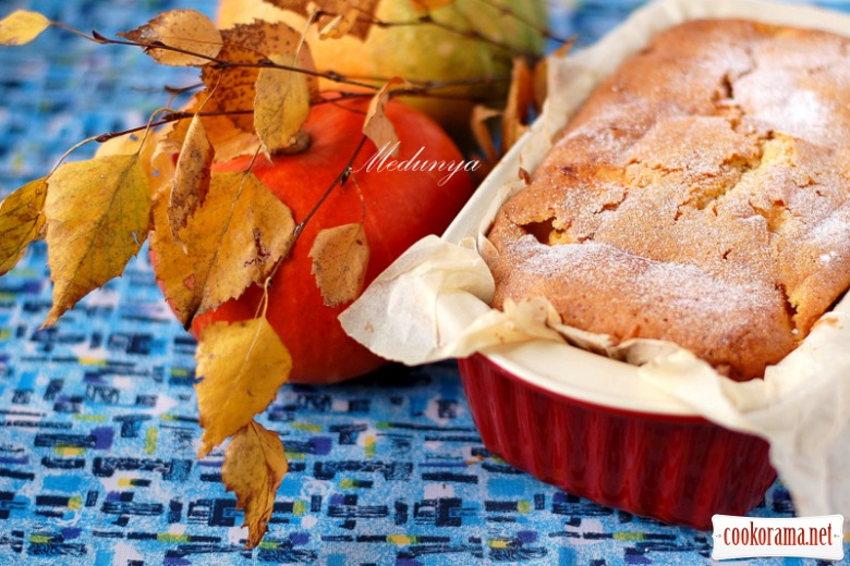 Sweet cake with pumpkin and apple