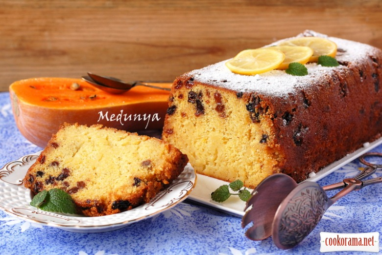 Гарбузовий кекс з ізюмом і цитрусовою заливкою