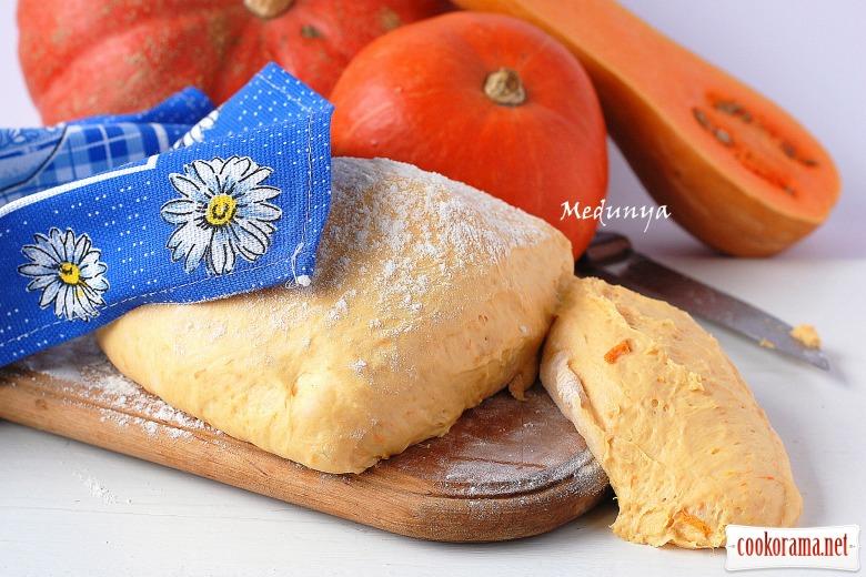 Гарбузове дріжджове тісто