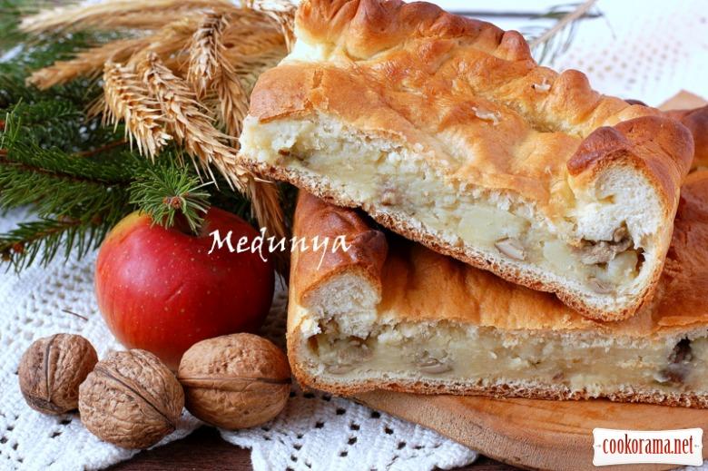 Пісний пиріг с картоплею і грибами