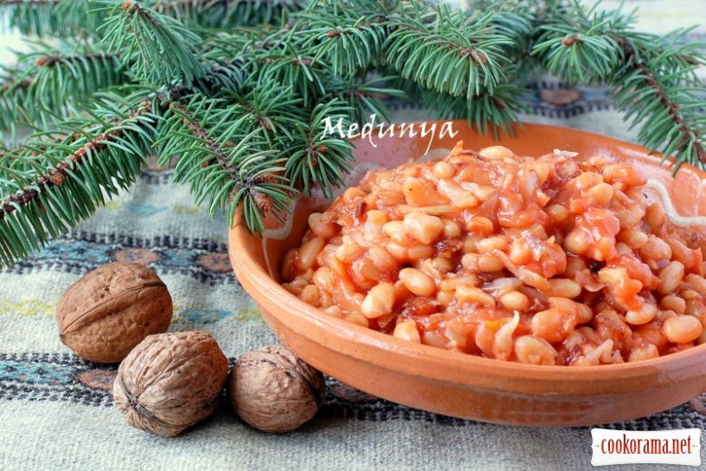 Квасоля з капустою у томатному соусі