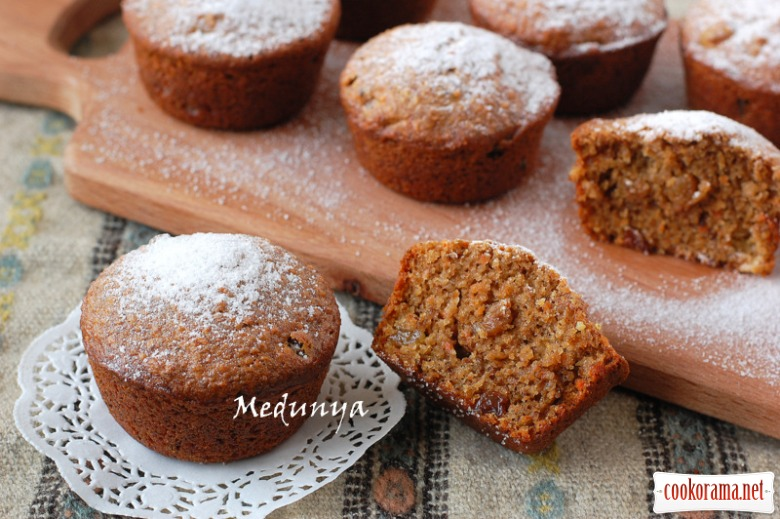 Lean carrot cakes with nuts