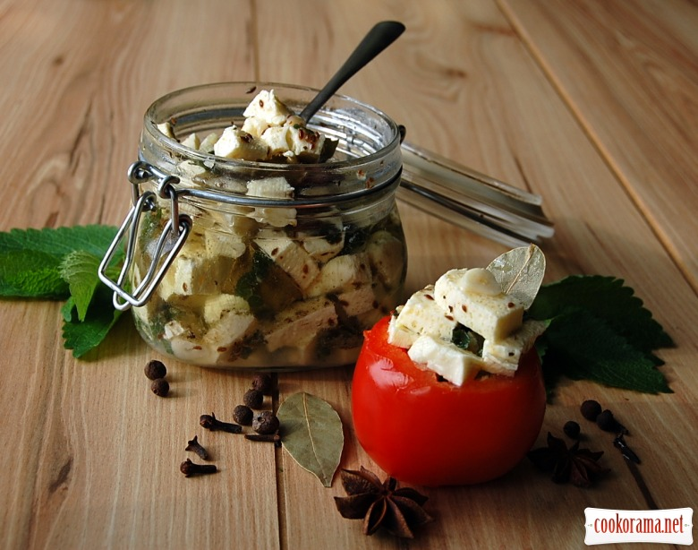 Spicy marinated white cheese