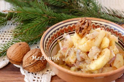 Оселедець в яблучно-горіховому маринаді