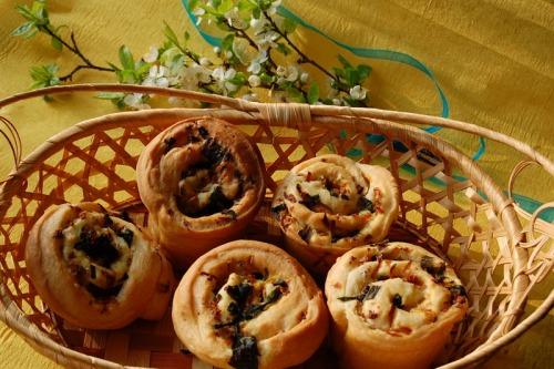 Сметанные булочки с весенней начинкой