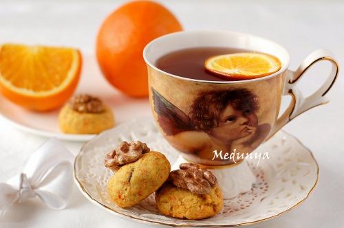 Пісне морквяне печиво з горіхами і родзинками