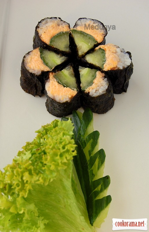 "Sushi with cucumber and smoked capelin caviar ""Flower"""