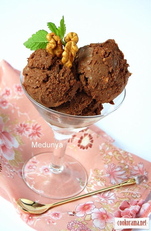 Шоколадно-горіхове морозиво