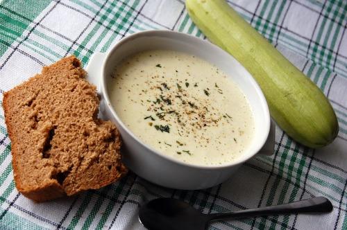 Суп из молодых кабачков и сыра