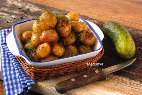 Молодой картофель, запеченный в духовке с горчицей и лимоном