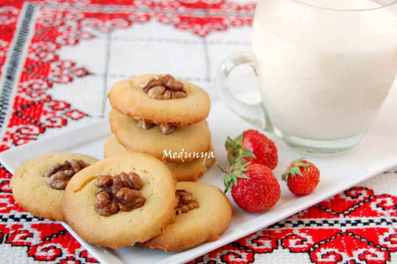Shortbread cookies with nuts