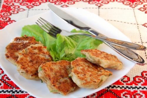 Оладки з зеленню і телятиною