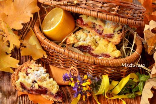 Пісочний пиріг зі сливою в пудингу