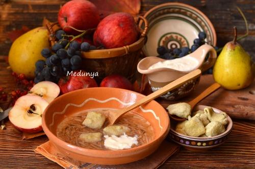 Яблучна зупа з литими клюсками