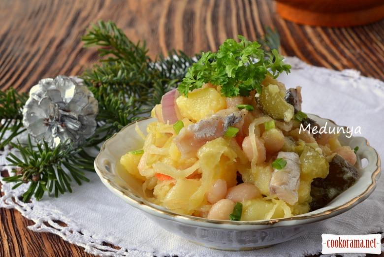 Картопляний салат з маринованою скумбрією