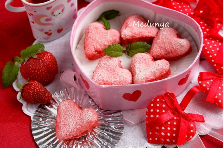 Hearts from strawberry mousse