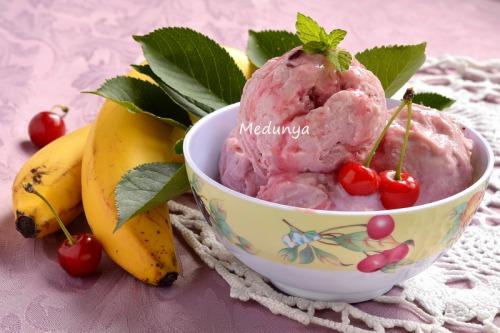 Вишневе морозиво з бананом
