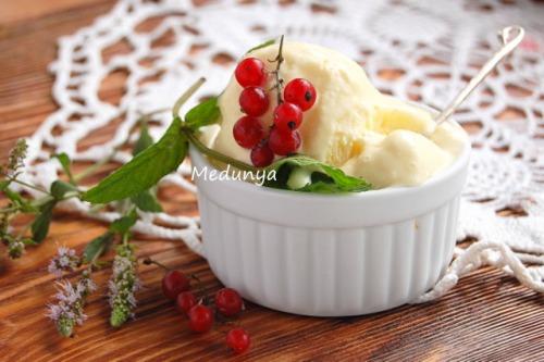 Вершково-ванільне морозиво