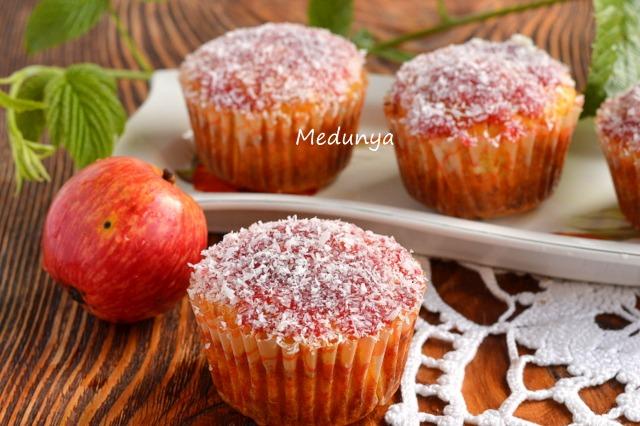 Пряні морквяні кекси з горіхами і яблуками