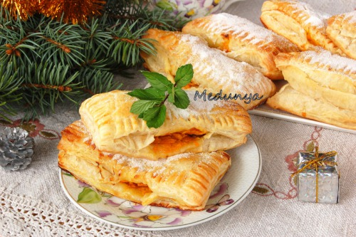 Puff pastries stuffed with pumpkin