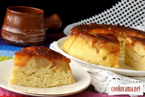 Перевернутий карамелізований  яблучний пиріг в мікрохвильовці