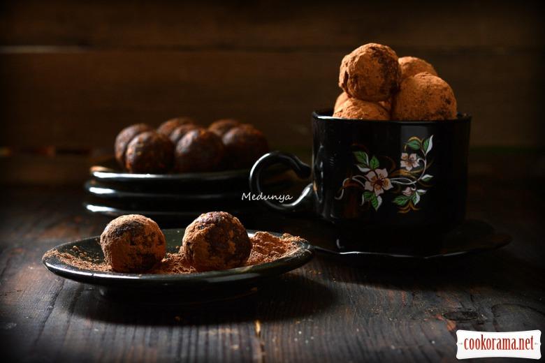 Пісні цукерки із сухофруктів та горіхів