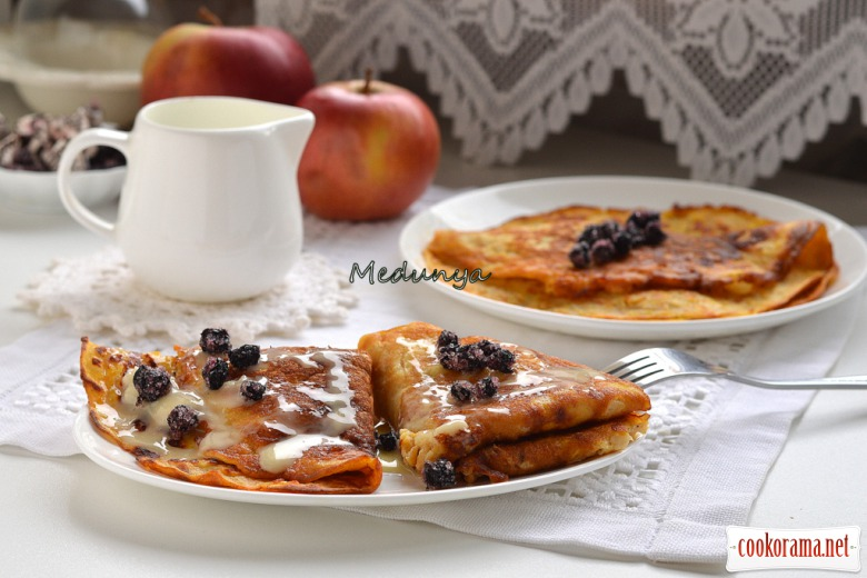 Соковиті яблучно-гарбузові млинці