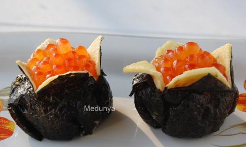 Дзакуро-дзуси (суши в виде граната)