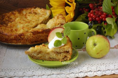 Ленивый болгарский яблочный пирог