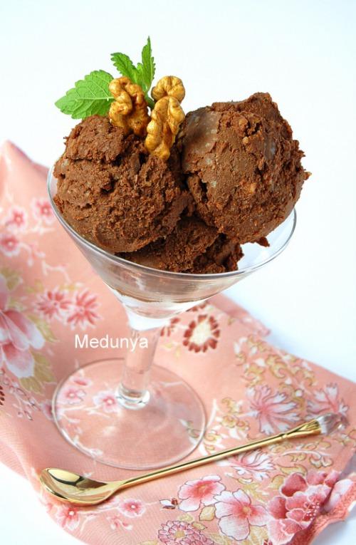 Шоколадно-ореховое мороженое