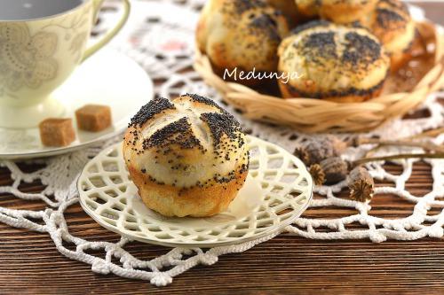 Lean poppy buns