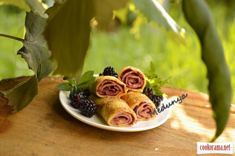 Ванильные блины с плодово-ягодным джемом