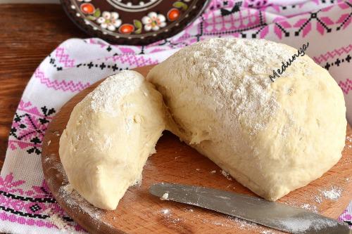 Дрожжевое тесто для пирожков на кипятке