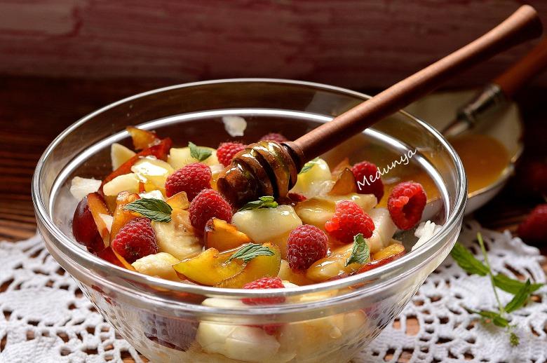 Витаминный летний десертный салат