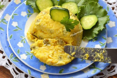 Салат-намазка з плавленим сиром та зеленим горошком