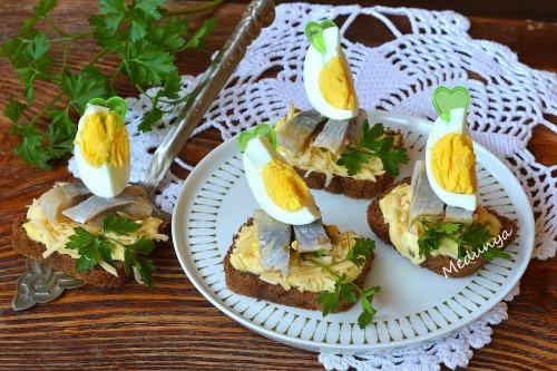 Праздничный бутерброд с сельдью