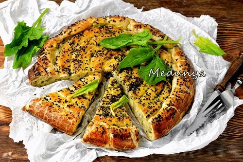 Крученый пирог со шпинатом